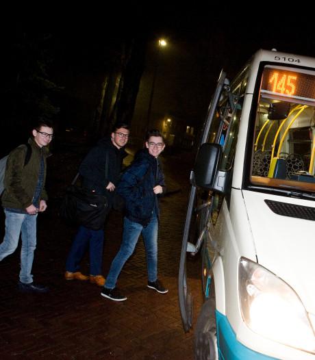 Rhenense jongeren balen van minder bussen naar Veenendaal en beginnen petitie