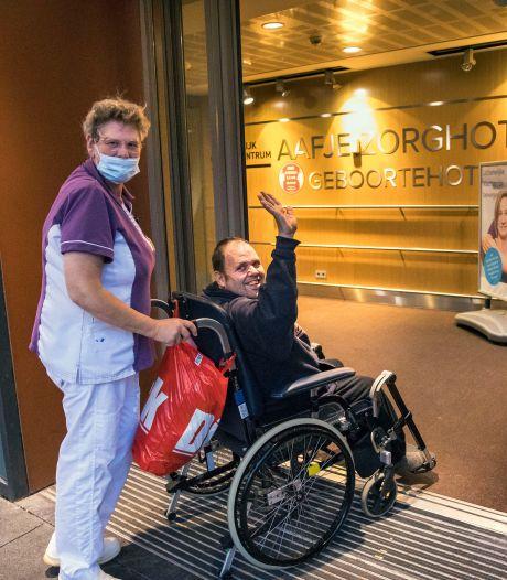 Hulp voor vervuilde Olaf (49) komt van alle kanten: 'Eindelijk kan ik onder de douche'