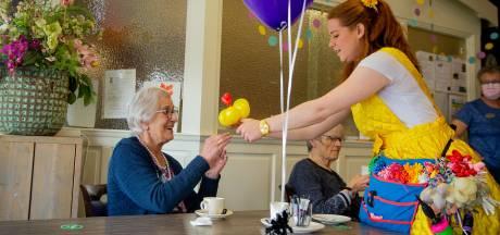 Na vijf jaar geluksmomentjes worden Dreumelse senioren in de ballonnen gezet