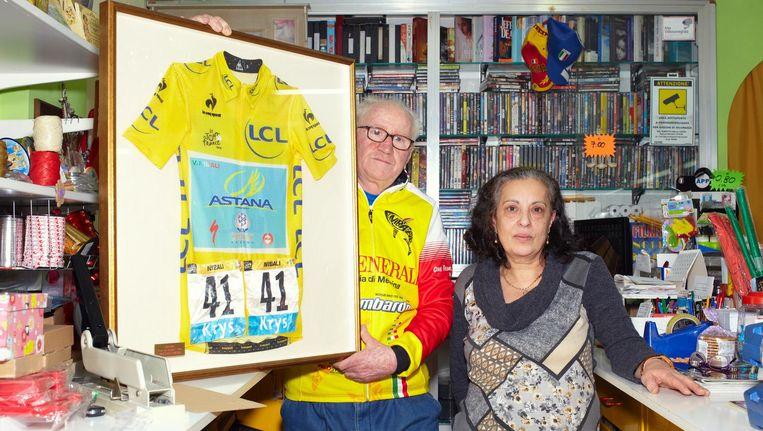 De trotse ouders van Vincenzo Nibali in Messina. Beeld Daniel Cohen