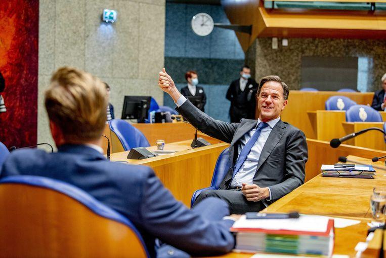 Premier Mark Rutte en Minister Hugo de Jonge van Volksgezondheid tijdens het plenair debat in de Tweede Kamer over de ontwikkelingen rondom het coronavirus.  Beeld ANP