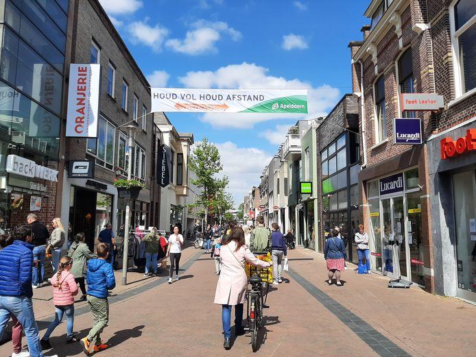 Veel mensen komen naar het centrum van Apeldoorn. Zijn ze gericht aan het winkelen, of maken ze er een uitje van?
