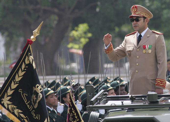 Foto ter illustratie: de Marokkaanse koning Mohammed VI inspecteert in 2006 in de hoofdstad Rabat zijn troepen.