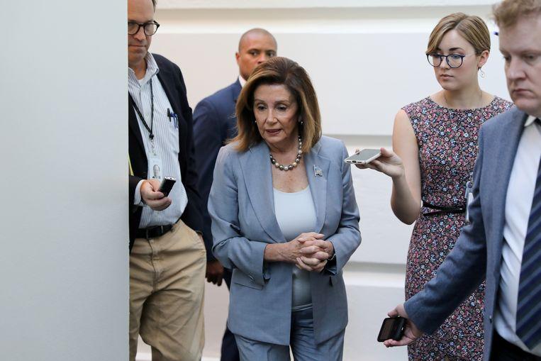 Nancy Pelosi (midden), de leider van de Democraten in het Huis van Afgevaardigden, arriveert bij een partijbijeenkomst in Washington.  Beeld REUTERS