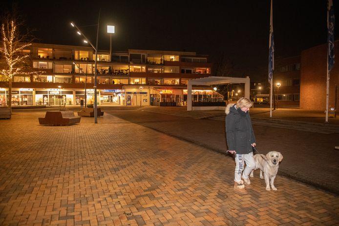 De Bodegraafse Jacqueline van der Weijden had een goede reden om op straat te zijn. Haar hond Cooper moest uitgelaten worden.