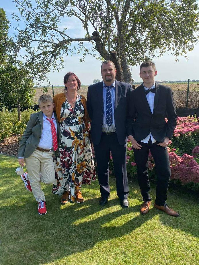 Robbe (à droite), son petit frère et ses parents