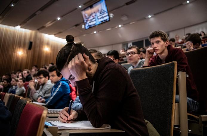 Studenten in een collegezaal aan de TU/e.