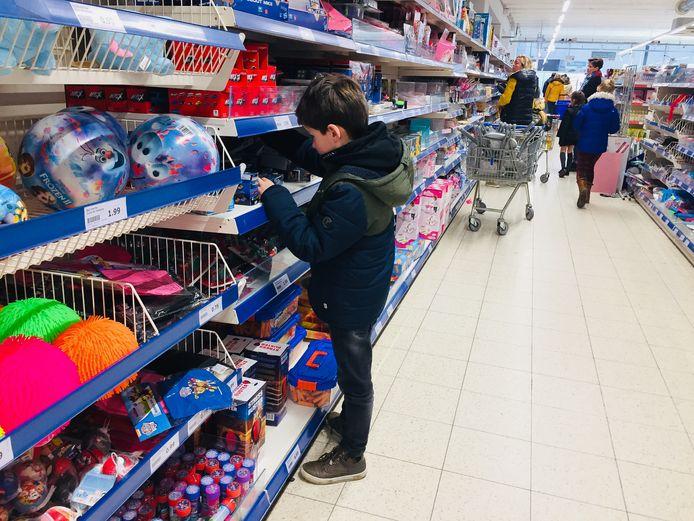 Een beeld in een Action-winkel.