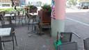 Ook terrasstoelen werden omver geblazen.