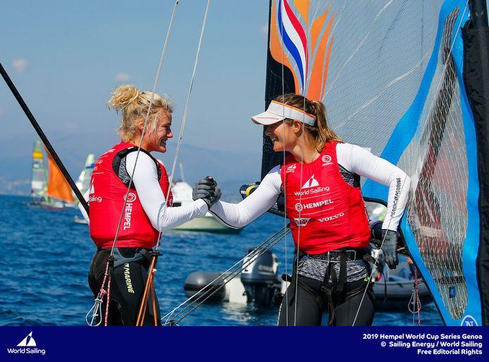 Odile van Aanholt (l) met Marieke Jongens.