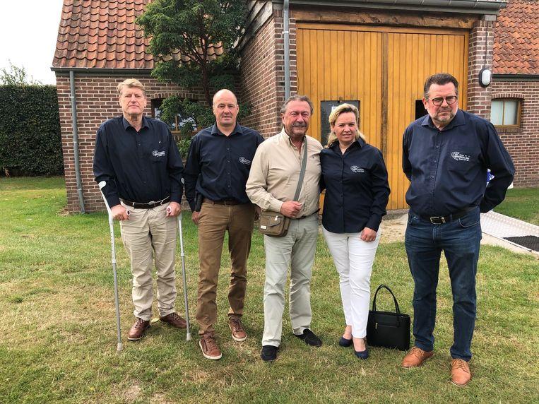 Marijn Devalck met Peter De Maertelaere, Geert Buyse, Niki Vandevoorde en Danny Carrette. Bestuursleden Hans Lippens, Dirk Van Speybroeck en Patric Dhaeyere staat niet op de foto.