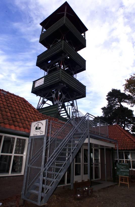 De uitkijktoren zoals die vroeger op de Sterrenberg in Beek stond.