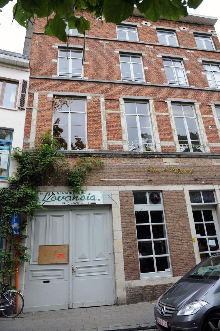 Het voormalige veilinghuis op de Vismarkt staat nu al enkele jaren leeg.