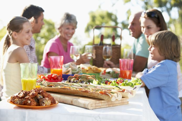 Buiten eten is fijn, maar het is oppassen als je eten te lang buiten laat staan.