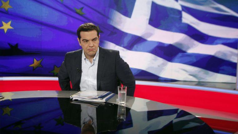 De Griekse premier Tsipras gisteren bij zijn interview op de openbare televisie. Beeld EPA