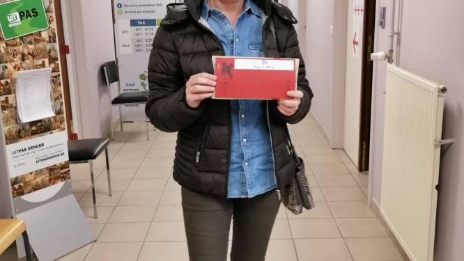 Hilde Oosterlinck wint 500 euro met actie Lede Wintert