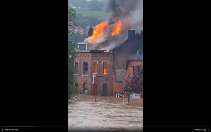 Te midden van de overstromingen in Chênée brandden  op donderdag 15 juli drie huizen uit. De brandweer kon niet ter plaatse komen voor de bluswerken.
