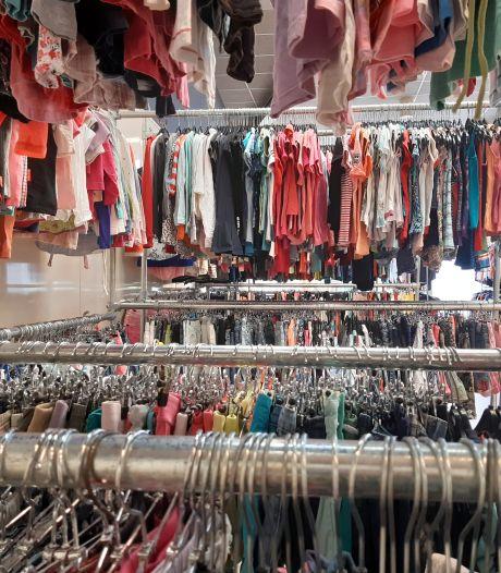 Zorgen in Almelo: aantal klanten van kledingbank groeit explosief, en dat blijft waarschijnlijk zo
