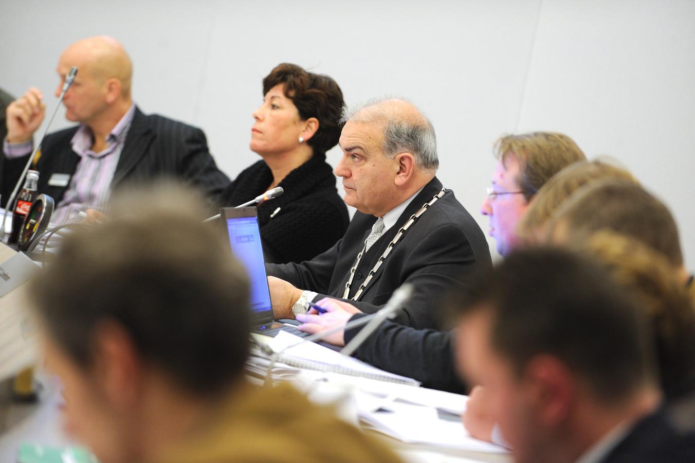 Elfers zit in 2010 als laatste keer een vergadering van de Dalfser gemeenteraad voor.