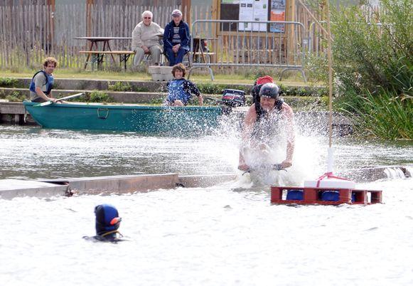 Watersporten kunnen wel, maar zwemmen in de Donkvijver is te gevaarlijk.