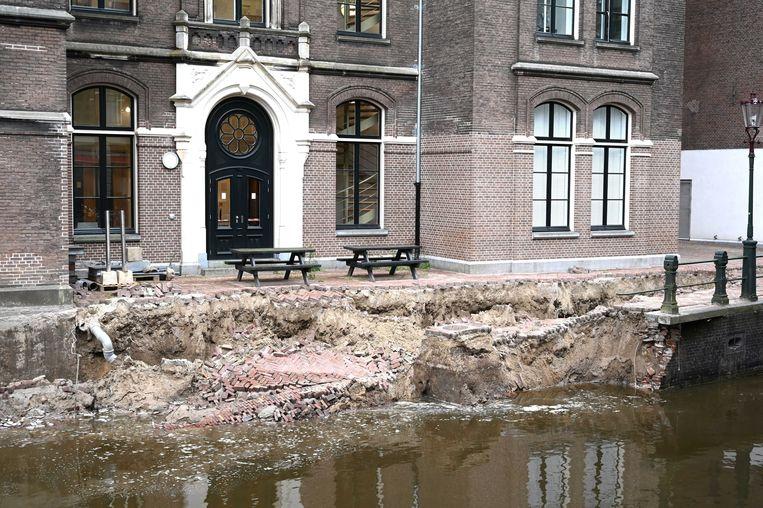 De Grimburgwal stortte bijna twee weken geleden in. Beeld Hollandse Hoogte / EPA