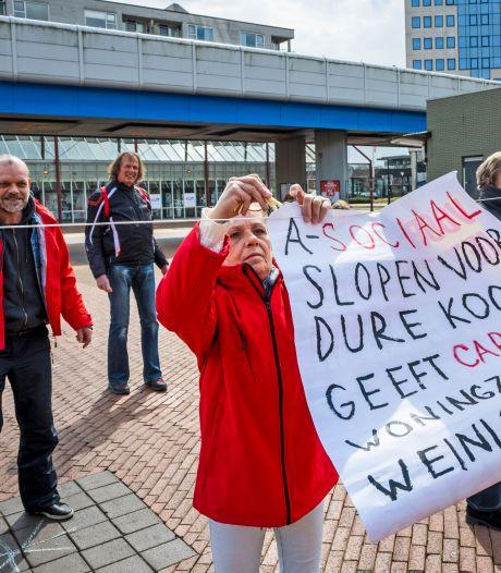SP protesteert tegen 'dreigende dakloosheid' laatste bewoners de Hoven