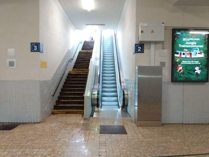 Eindelijk zijn er weer werkende roltrappen in het station van Lokeren.