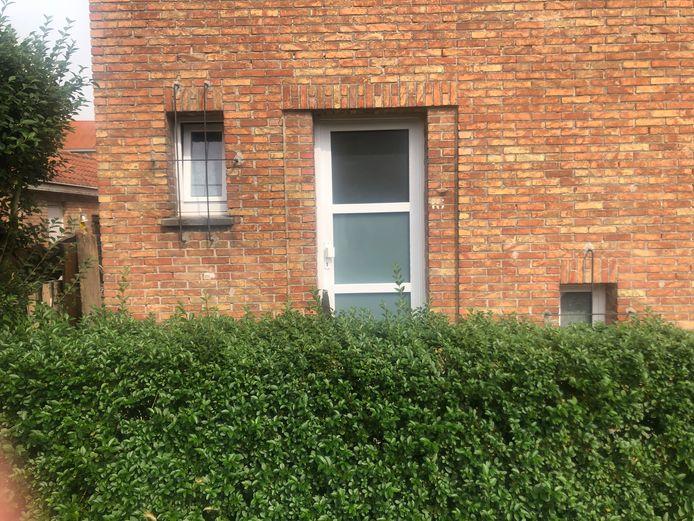 In een woning in Maeswijk in Mariakerke werd afgelopen zaterdag het levenloze lichaam aangetroffen van een 42-jarige man