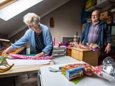 'Opa Klaas' uit Heino is zo druk als Sinterklaas; 60 kinderen van azc Schalkhaar wacht tas vol verrassingen