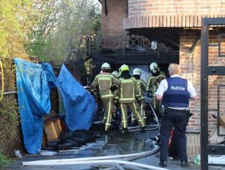 Brandweer rukt uit voor hevige brand in bijgebouw