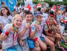 Toch kleine Vierdaagse: voor honderd kinderen, maar wel mét vlaggenparade, roze woensdag en gladiolen