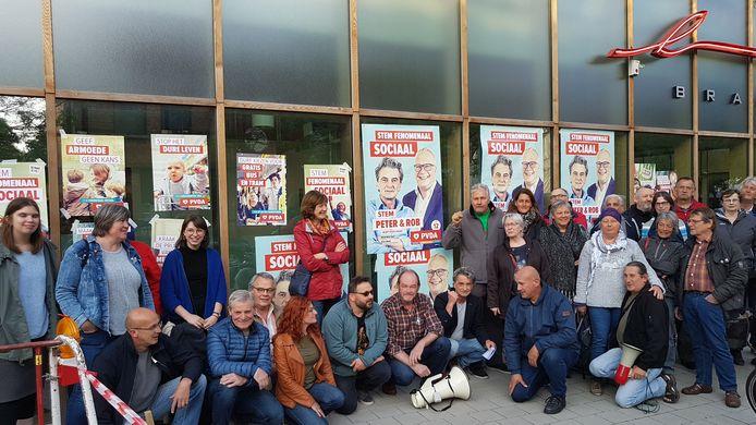 Leden van PvdA klagen feit aan dat de gemeente geen verkiezingsborden meer plaatst.