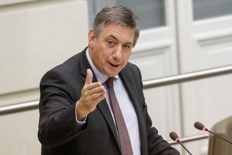 """Joël De Ceulaer: """"In Vlaanderen spreekt haast niemand nog mooi Nederlands. Laat Vlaams minister-president Jan Jambon zelf maar het goede voorbeeld geven.""""  Beeld BELGA"""