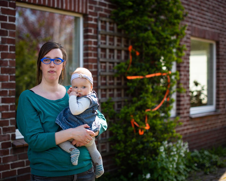 Elke kreeg tijdens haar zwangerschap te horen 'dat ze het niet zou overleven als ze in de brousse leefde'.  Beeld Wouter Maeckelberghe