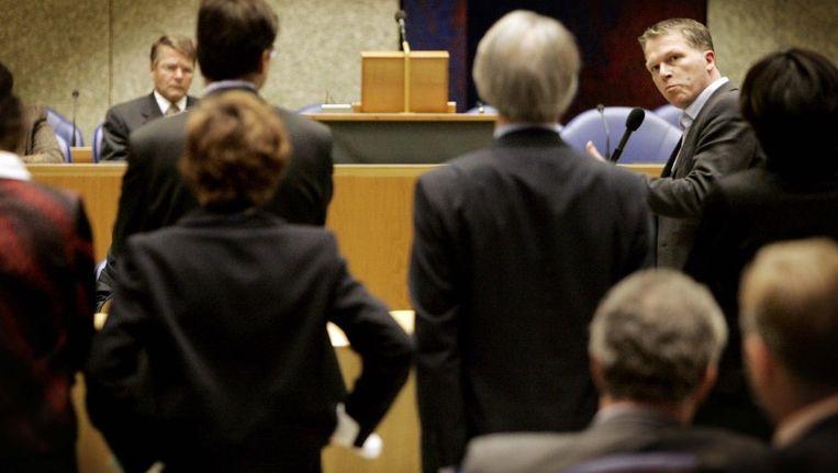 Minister Donner wordt in 2004 aan de tand werden gevoeld over het kabinetsvoorstel om onderzoek te doen naar de juridische instrumenten om godslastering aan te pakken. ©ANP Beeld