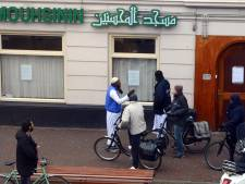 Beteuterde moskeegangers treffen dichte deur