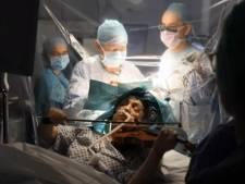Bijzondere operatie in ziekenhuis, patiënt speelt viool terwijl hersentumor wordt verwijderd