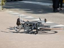 Meisje op fiets raakt zwaargewond bij aanrijding met auto in Waalwijk, bestuurder rijdt door