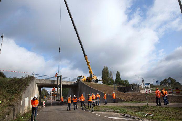 Proefsluiting in 2019 van de coupure aan de Boterdijk/Batavenweg in Tolkamer.
