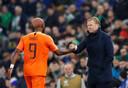 Ronald Koeman met Ryan Babel, die bij Ajax nog niet bepaald in EK-vorm is.