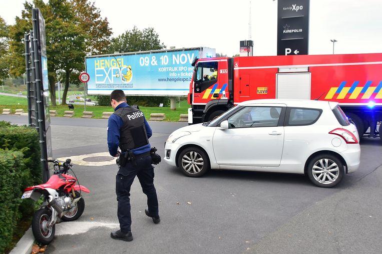 De jonge bromfietser kwam tegen een afslaande Suzuki Swift terecht. De schade was aanzienlijk.