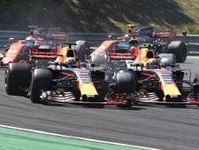 Verstappen tikt teamgenoot Ricciardo uit de race en krijgt tijdstraf