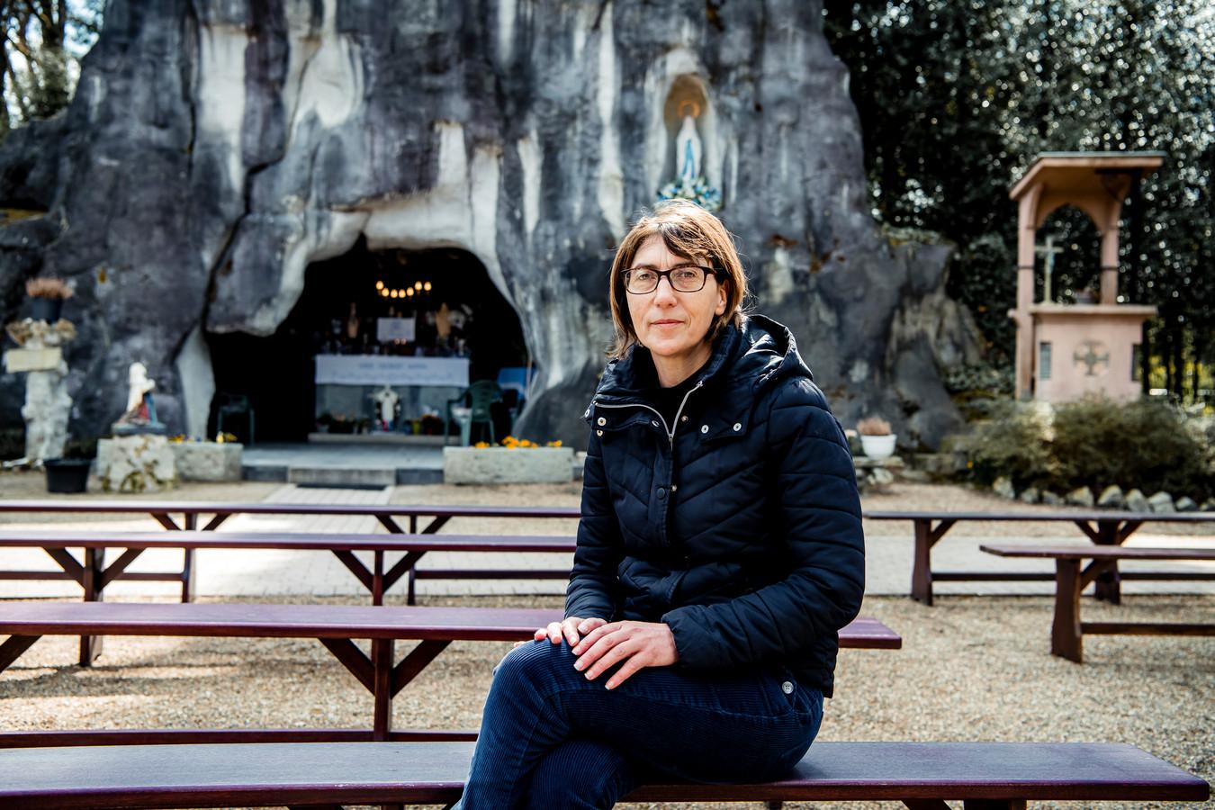 Angela Abbruzzes (49), bezoekster aan de grot.