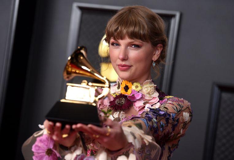 Taylor Swift met haar prijs voor het Beste Album.   Beeld Jordan Strauss/Invision/AP