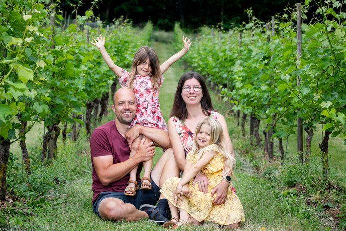 Lieve Wuyts (34) en Kris Jacobs (40) uit Langdorp hebben twee dochters, Amber (6) en Lara (4).