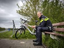 Wijkagent Gerrit uit Denekamp bergt na 48 jaar zijn uniform op: 'Een heftige gebeurtenis zorgt voor een kras op je ziel'