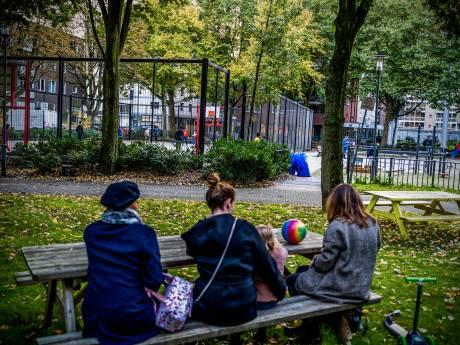 Crack rokende junks op paar meter van kinderen, ouders maken zich zorgen: 'Ik slaap er niet van'