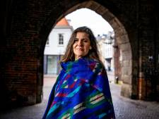 Diana (45) uit Zwolle doet niet aan mondkapjes en 1,5 meter: 'Deze crisis laat zien hoe machtverslaafd onze overheid is'