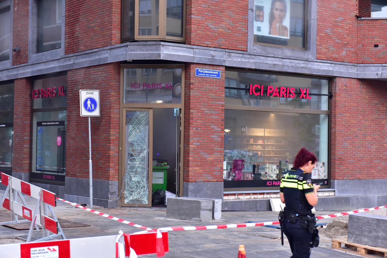 Vanochtend vroeg werd opnieuw de voordeur van ICI Paris XL in Leidsche Rijn Centrum vernield.