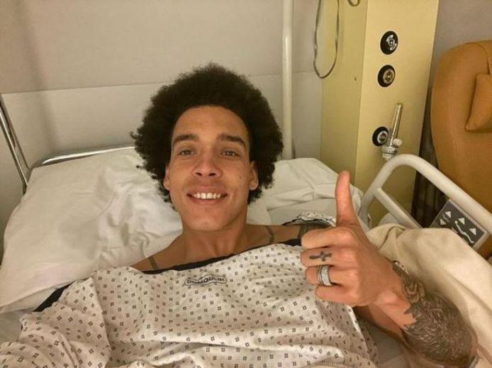 Axel Witsel postte een foto vanuit het ziekenhuis.